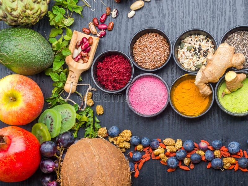 Rent ?taval f?r sund mat frukt grönsak, frö, superfood, bladgrönsak E royaltyfria bilder