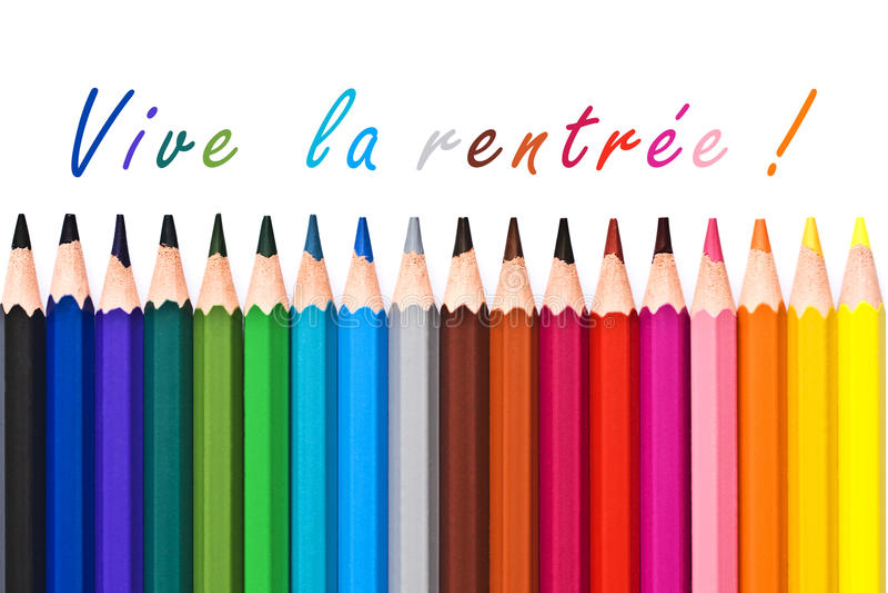 Rentree della La di Vive (significato di nuovo alla scuola) scritto su fondo bianco con le matite di legno variopinte immagini stock libere da diritti
