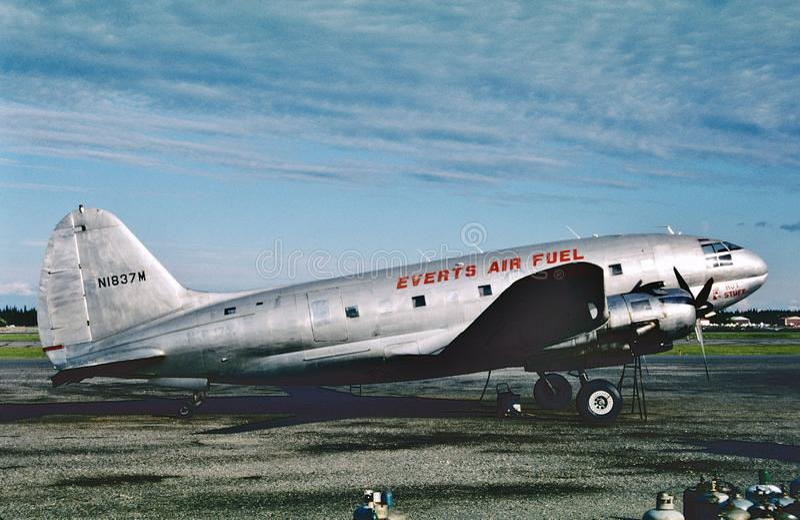Renverse le commando air-carburant de Curtis C-46F à Fairbanks, Alaska en 1989 image stock