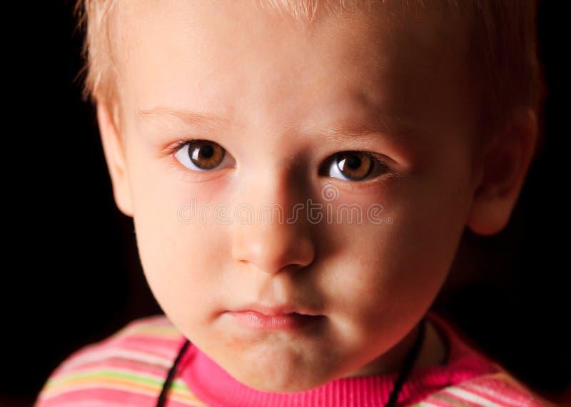 Renversement d'enfant photo stock