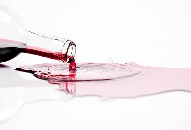 Renversement du vin rouge image libre de droits