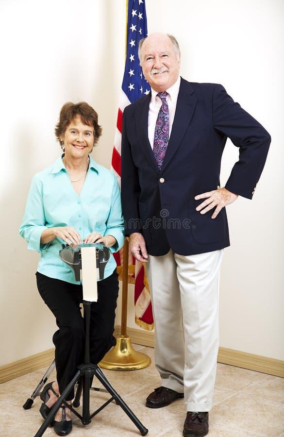 Repórter e juiz de corte imagens de stock