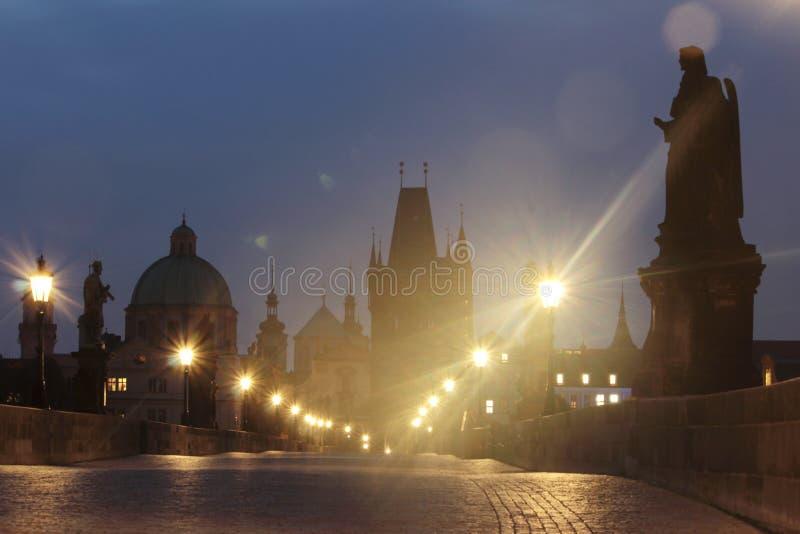 República checa Praga, ponte de Charles no alvorecer imagem de stock royalty free