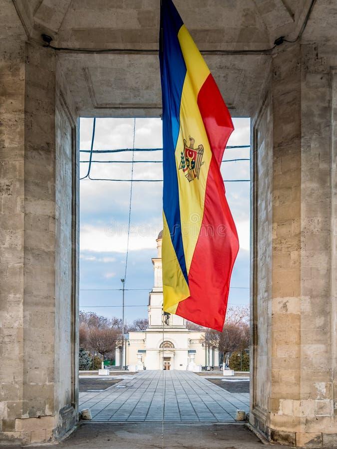 República de la bandera del Moldavia en el centro de Chisinau foto de archivo libre de regalías