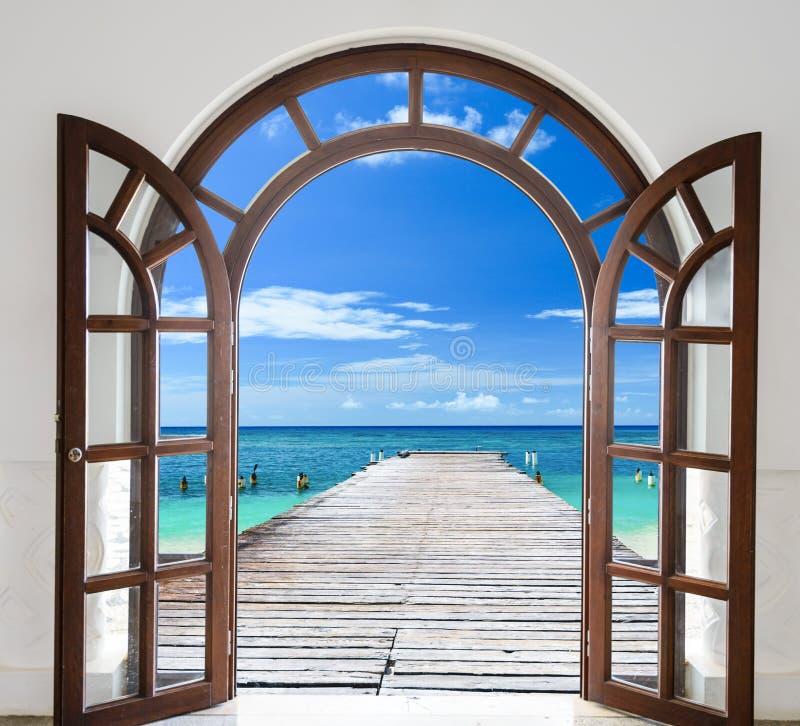 República Dominicana das Caraíbas da janela da vista para o mar fotografia de stock