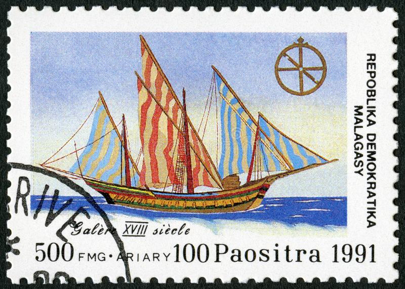 REPÚBLICA MALGAXE - 1991: devotado ao 500th aniversário da descoberta de América, galera das mostras, século XVIII imagens de stock