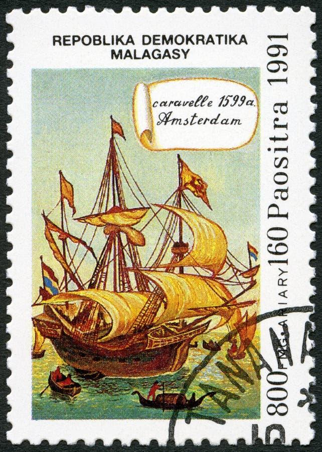 REPÚBLICA MALGAXE - 1991: devotado ao 500th aniversário da descoberta de América, mostras Caravel Amsterdão, 1539 foto de stock