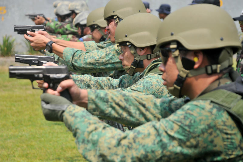 República naval de la unidad del salto del ejercicio (NDU) de la marina de guerra de Singapur (RSN) y de TNI-AL Kopaska imagen de archivo libre de regalías