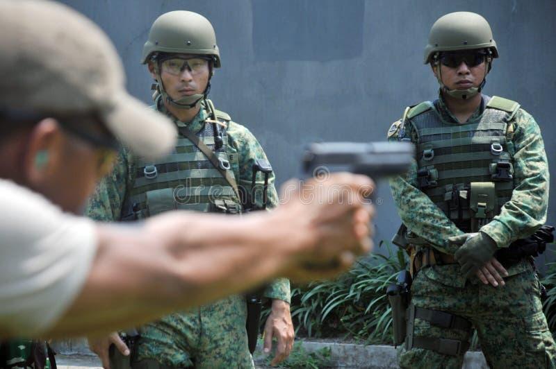 República naval de la unidad del salto del ejercicio (NDU) de la marina de guerra de Singapur (RSN) y de TNI-AL Kopaska foto de archivo libre de regalías