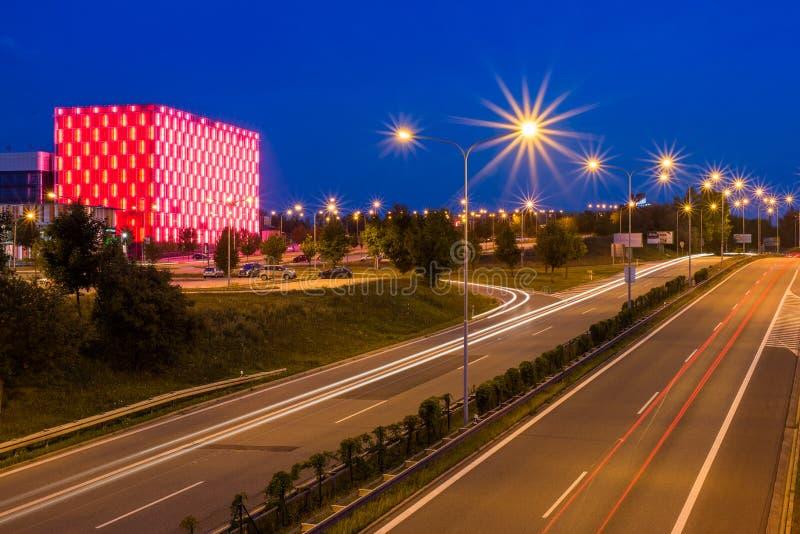 Rep Брна 1-ое августа 2014 чехословакский Взгляд дальше на красном цвете осветил здание архива MZA Moravian захолустного в Брне,  стоковая фотография