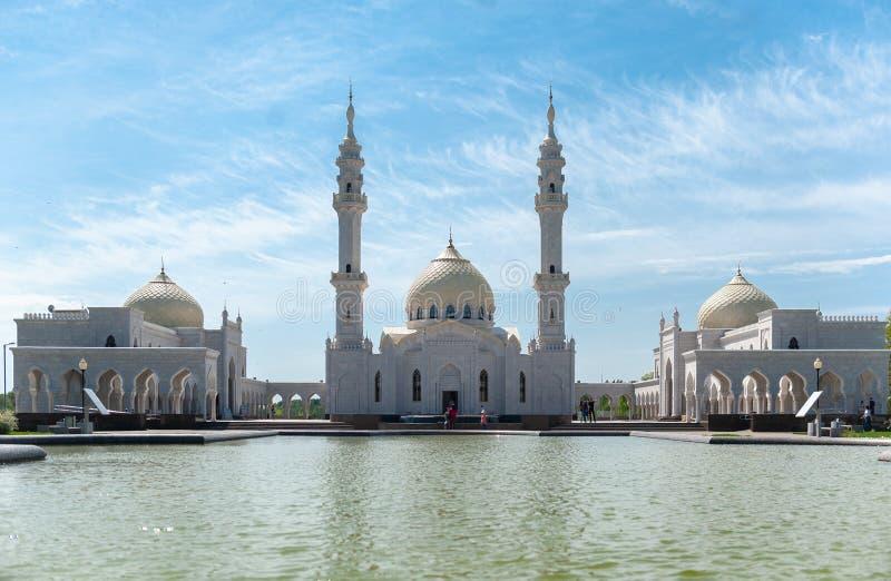 Rep van Rusland, Tatarstan - 05 11 2019, de Witte Moskee in Bolgar, vooraanzicht stock afbeeldingen