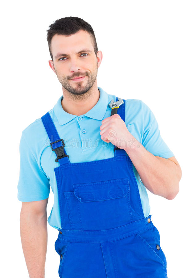 Repairman som rymmer den justerbara skiftnyckeln arkivbild