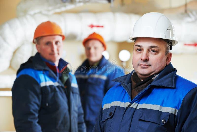 Repairmans инженера топления в котельной стоковая фотография rf