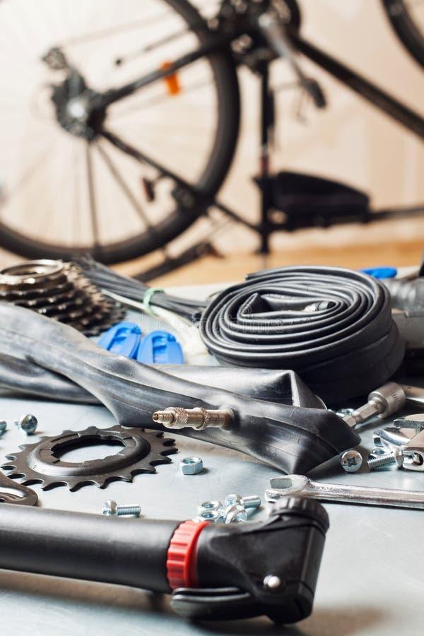 Reparação da bicicleta imagem de stock royalty free