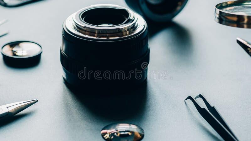 Reparación de la lente de cámara de la foto del servicio del dispositivo electrónico imagen de archivo