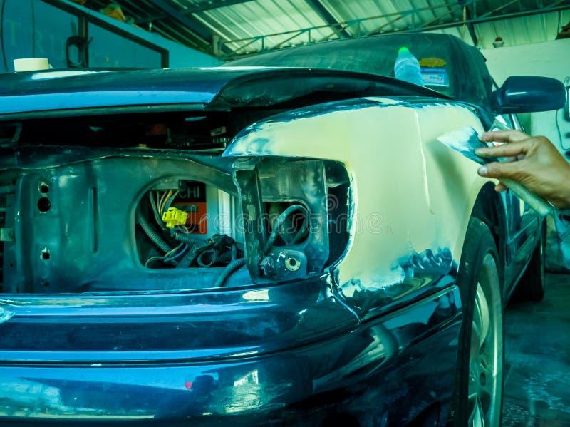 Reparación de la pintura del coche foto de archivo libre de regalías