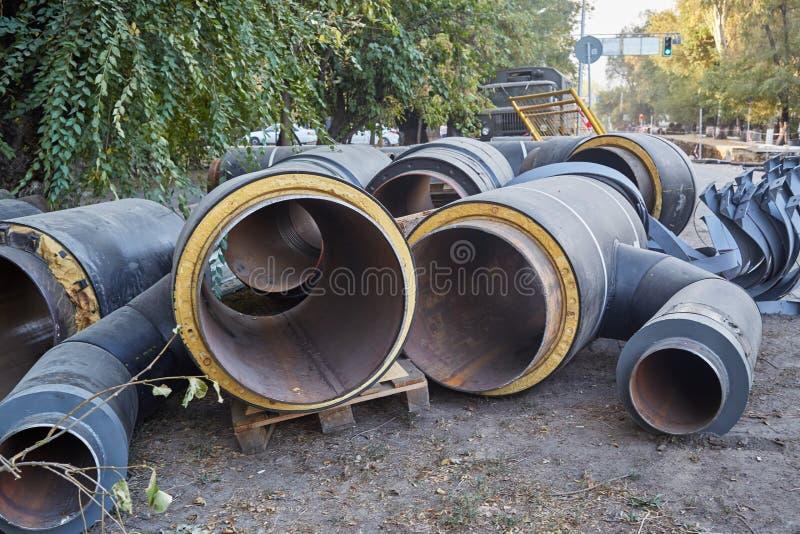 Reparación de la tubería urbana de la calefacción imagen de archivo libre de regalías