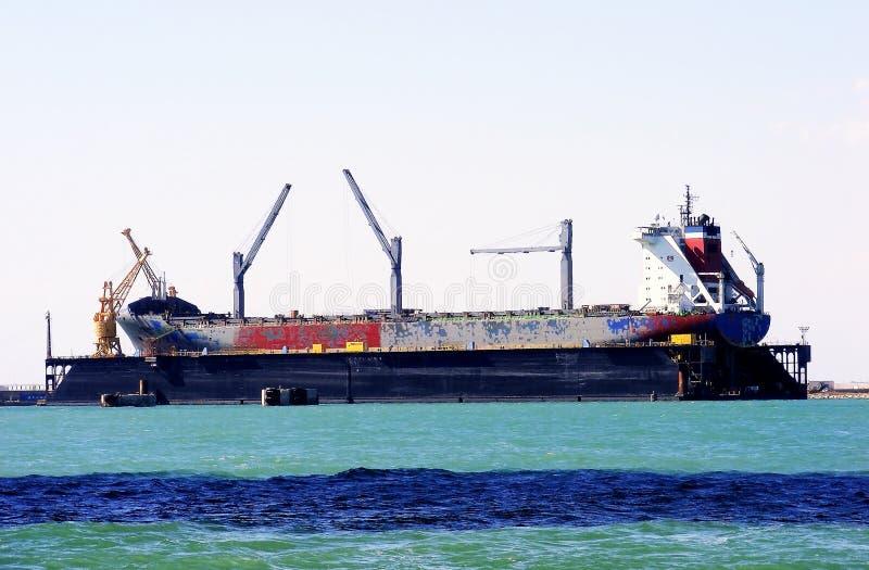 Reparación de los buques de carga en los astilleros de la bahía del diz del ¡de CÃ, AndalucÃa españa fotos de archivo libres de regalías