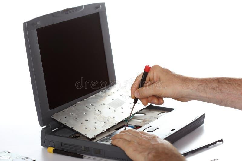 Reparación de un cuaderno quebrado foto de archivo