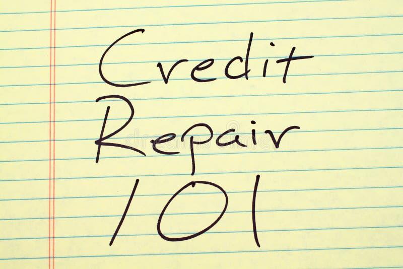 Reparación 101 del crédito en un cojín legal amarillo fotografía de archivo libre de regalías