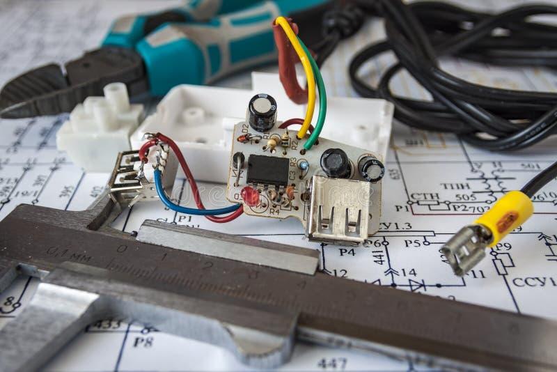 Reparación del dispositivo electrónico fotos de archivo