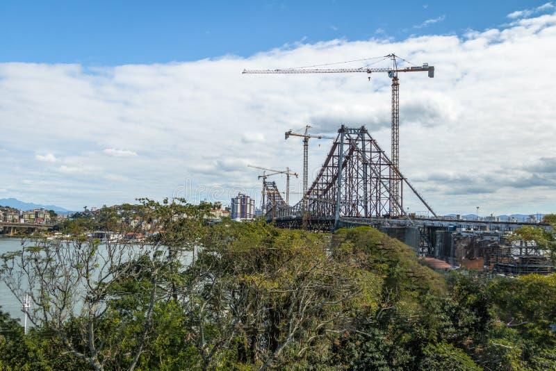 Reparaciones que ocurren en Hercilio Luz Bridge - Florianopolis, Santa Catarina, el Brasil fotos de archivo