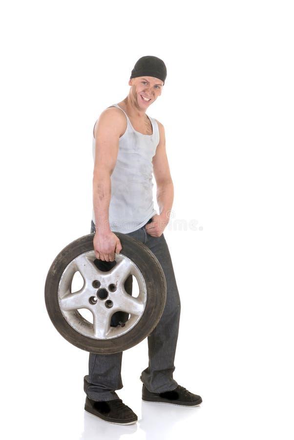Reparador do carro com roda fotos de stock