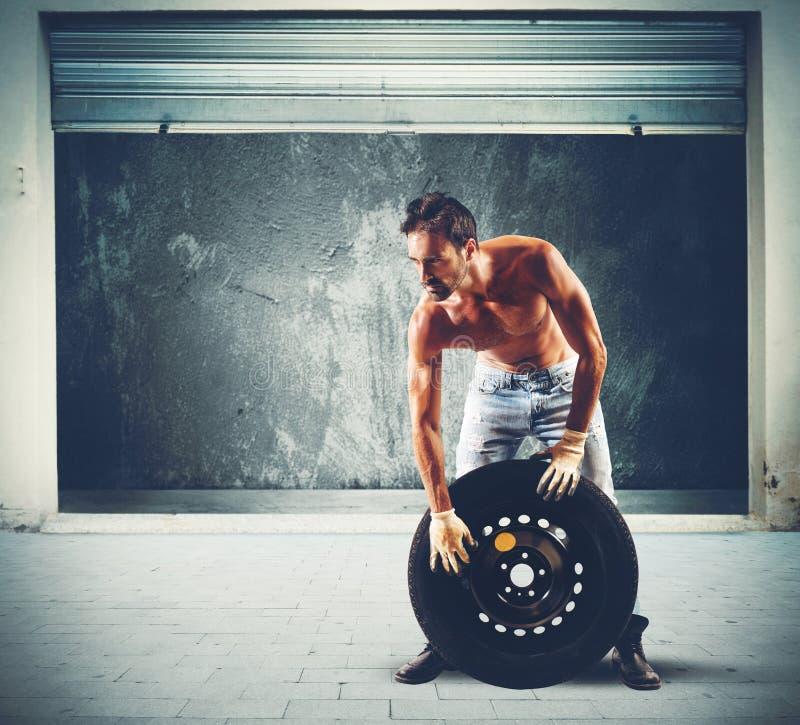 Reparador do pneu foto de stock royalty free
