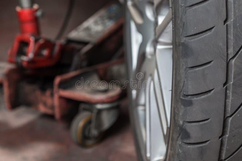 Reparador do pneu imagem de stock royalty free
