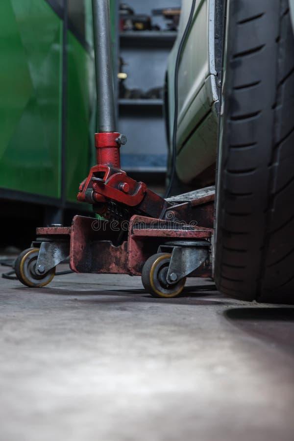 Reparador do pneu fotografia de stock