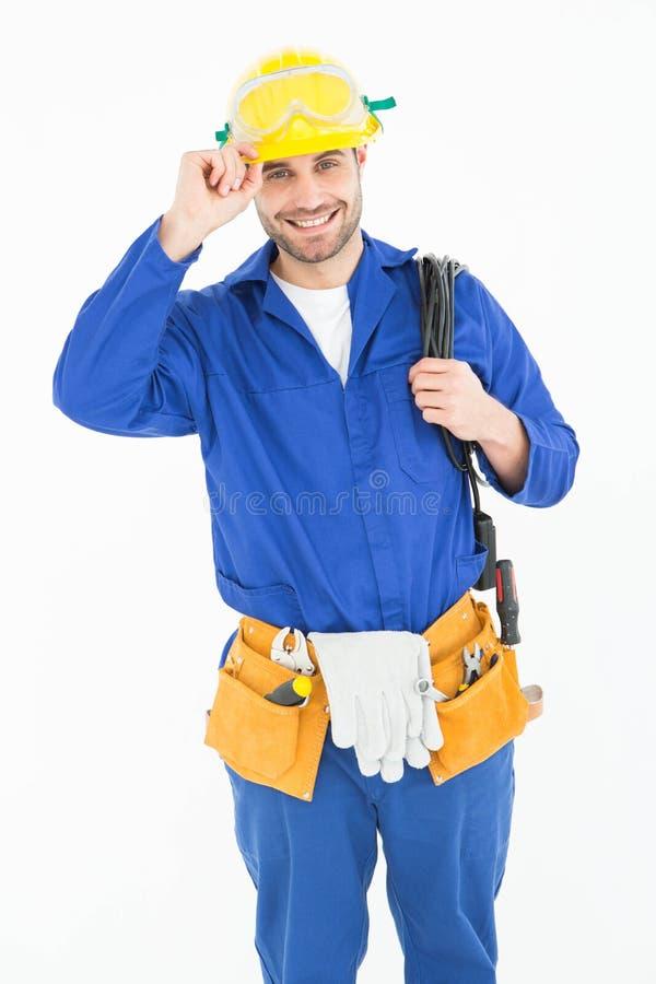 Reparador feliz que veste o capacete de segurança amarelo imagens de stock royalty free