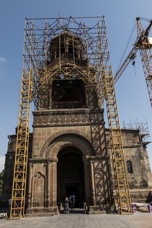 Reparatie van de toren van de oudste kathedraal in de wereld, Etchmiadzin-kathedraal in Armenië royalty-vrije stock foto