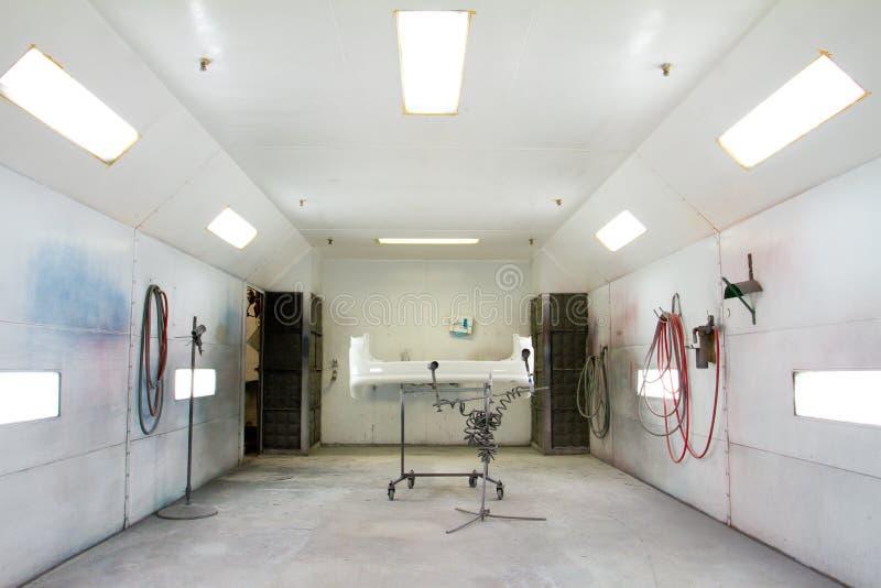 Reparatiewerkplaats van de Zaal van de verf de Auto stock afbeelding
