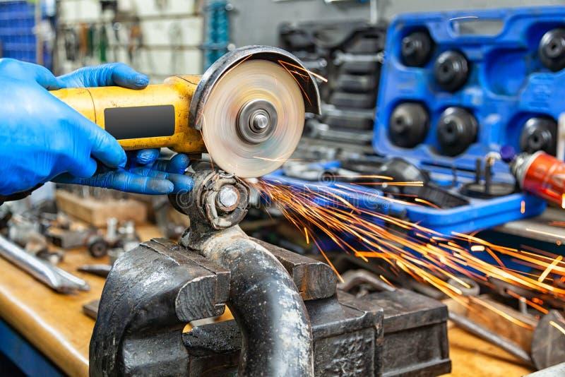 Reparation för auto mekaniker royaltyfri foto