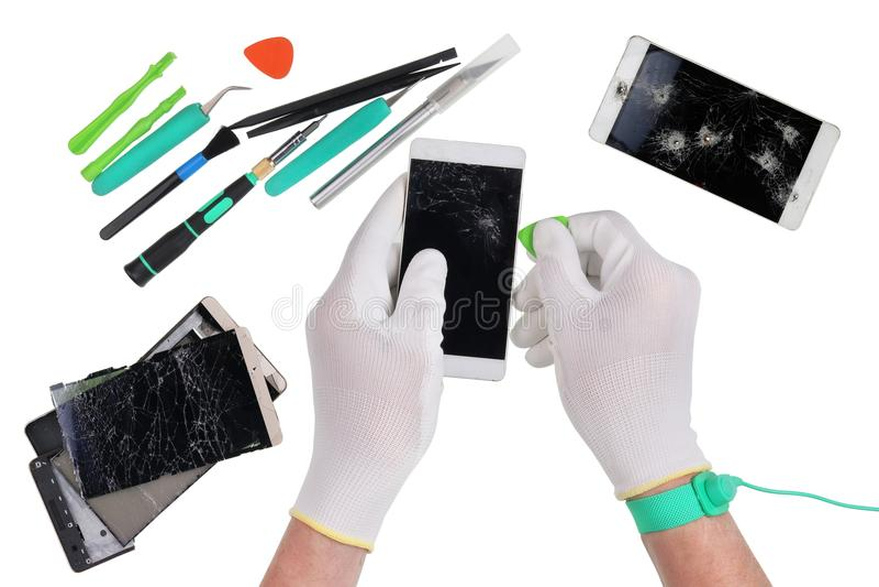 Reparationen av det modernt ilar telefoner i den yrkesmässiga europén royaltyfri bild