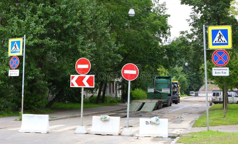 Reparationen av vägyttersidan royaltyfria bilder