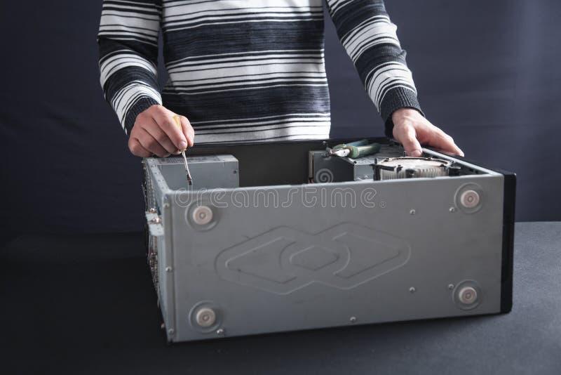 reparationer för datorman royaltyfri foto