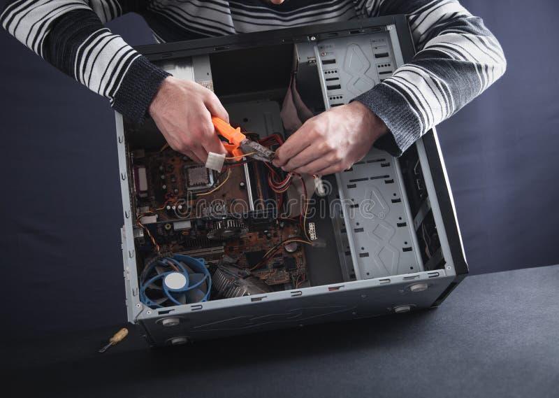 reparationer f?r datorman royaltyfria bilder