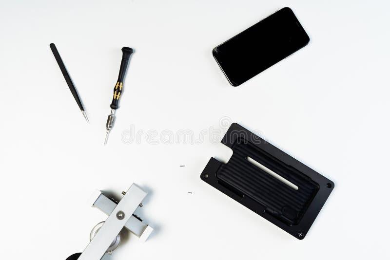 Reparationsinstrument för ändringssmartphoneskärm fotografering för bildbyråer