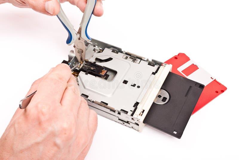 Reparatur von Diskettenlaufwerk stockfoto