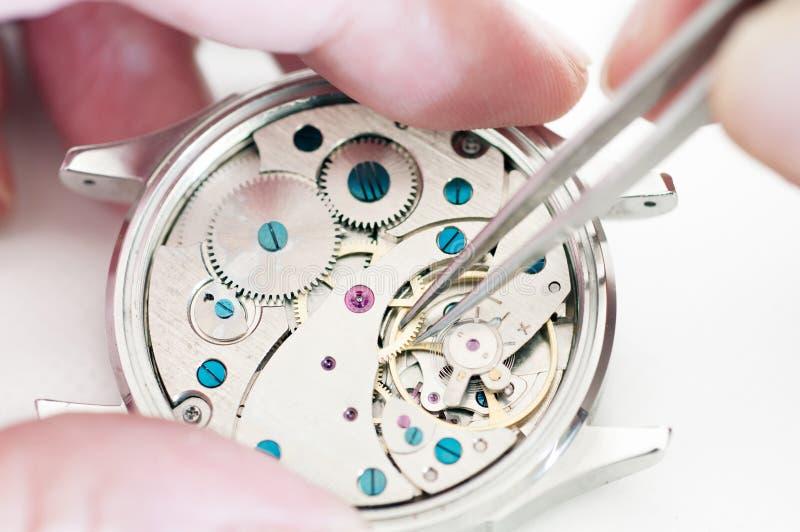 Reparatur von Uhren lizenzfreie stockfotos