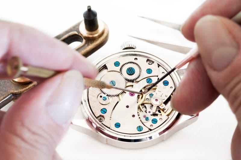 Reparatur von Uhren stockfoto