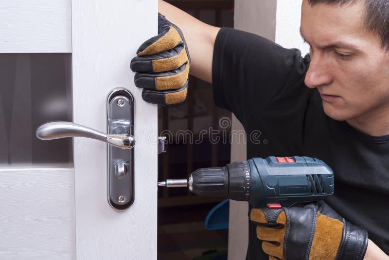Repare la cerradura de puerta fotografía de archivo