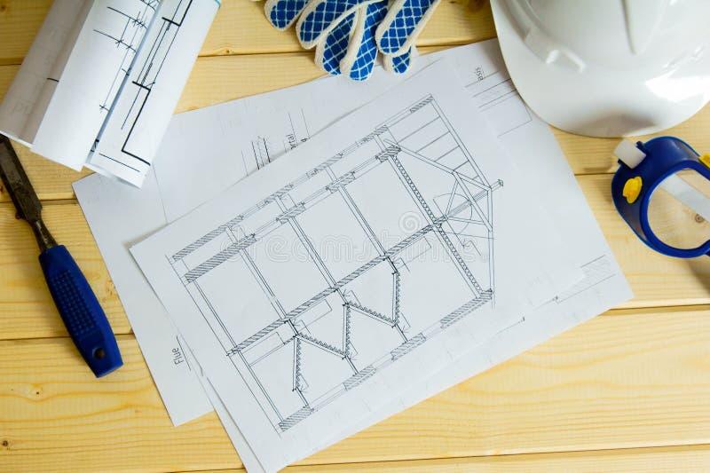 Reparera arbete Teckningar för byggande, hjälm, handskar royaltyfri foto