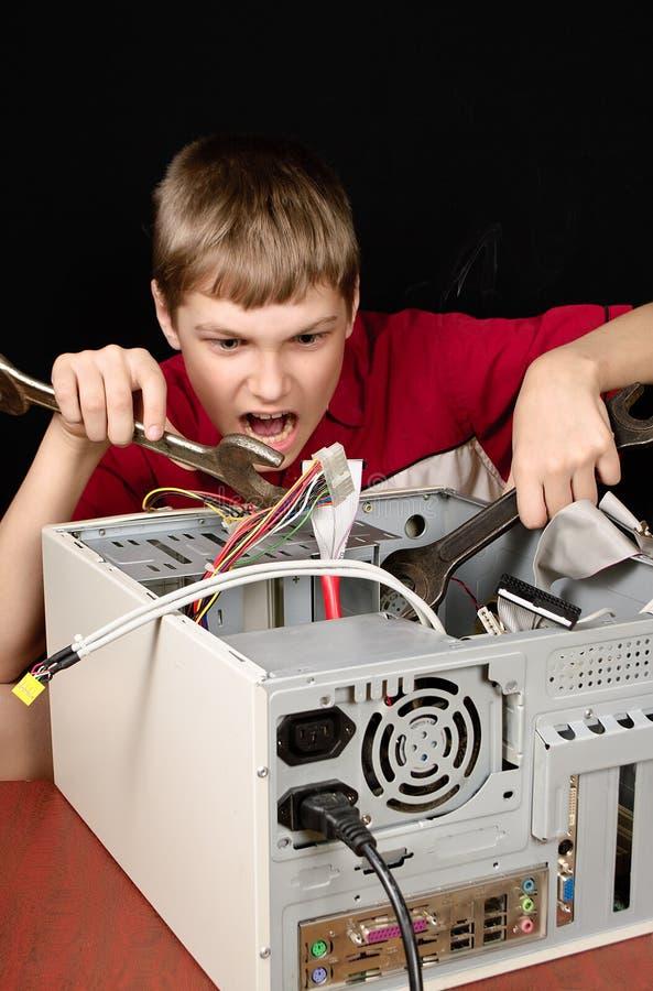Reparera din dator. arkivfoton