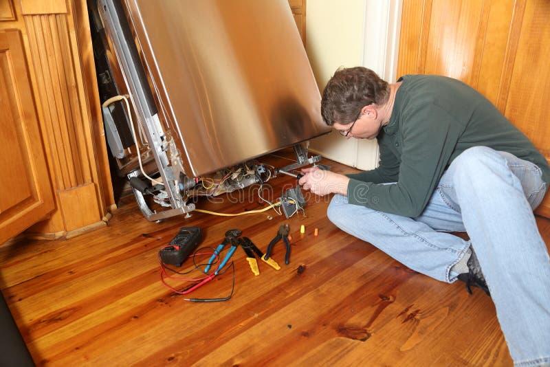 Reparera en bruten diskareanordning fotografering för bildbyråer