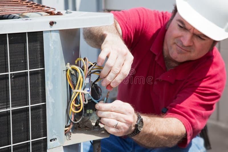 reparera för ac-kompressor royaltyfria bilder