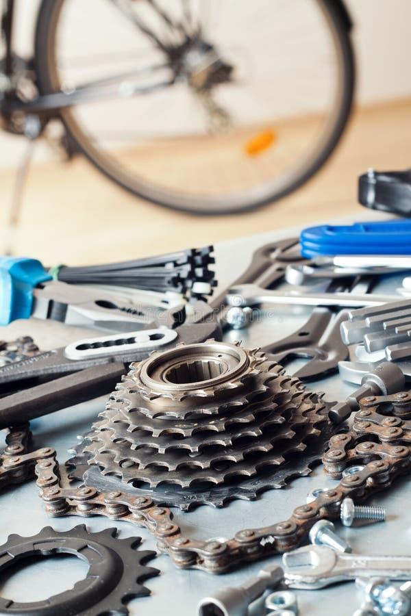 Reparera för cykel royaltyfria foton