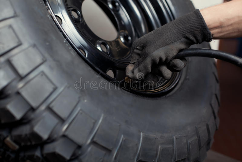 reparera hjulet royaltyfri fotografi