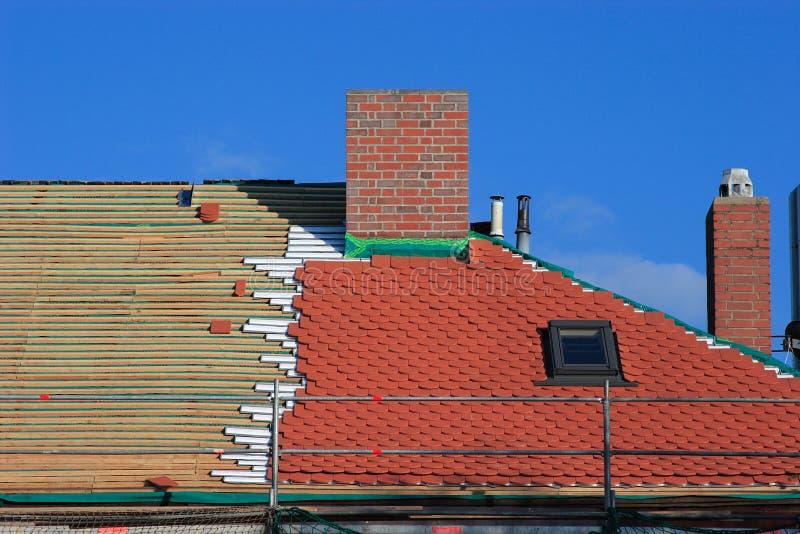 Reparieren Sie ein Dach stockfoto